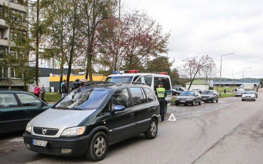 """Grigiškėse """"Opel"""" partrenkė paauglį – jis sunkiai sužalotas"""