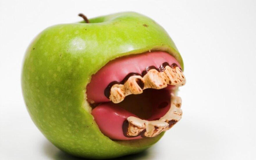 Kaip nuvalyti dantų akmenis liaudiškomis priemonėmis