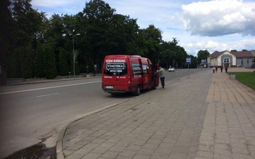 """Kelionė """"Vynotekos"""" autobusiuku į Bauskę pigesnio alkoholio: tokios kompanijos nesitikėjau"""