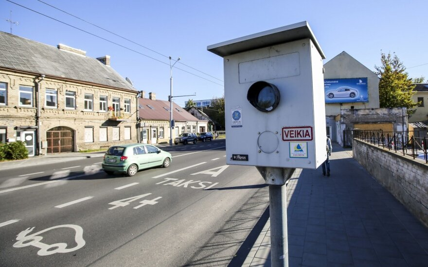 Išaušo juodasis rytas vairuotojams: negailestingai baus už menkiausią greičio viršijimą