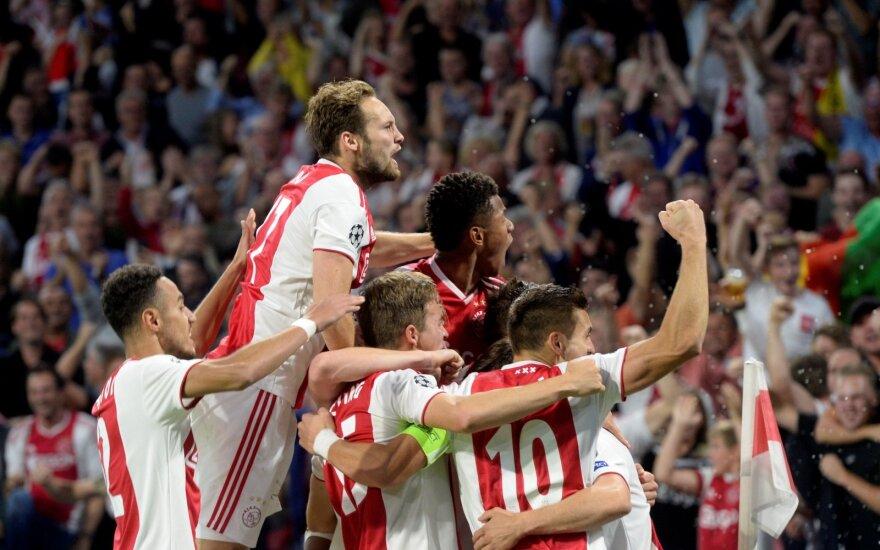 """Jau 35 sekundę įmušęs """"Ajax"""" klubas iškovojo Supertaurę"""
