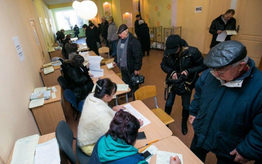 Rinkimų apylinkės vadas Ukrainoje: žmonės jau supranta, kad tai atgyvena