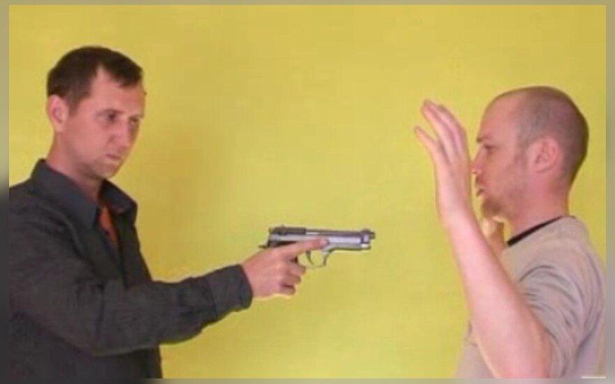 Savigynos akademija (VI): kaip apsiginti nuo užpuoliko su ginklu?