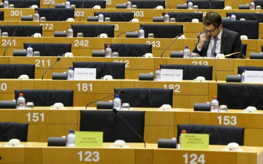 Apklausa: konservatoriai visoje Europoje nedideliu atotrūkiu lenkia socialistus