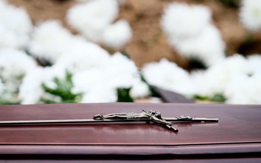 Per močiutės laidotuves moteris ėmė dusti nuo vaistų