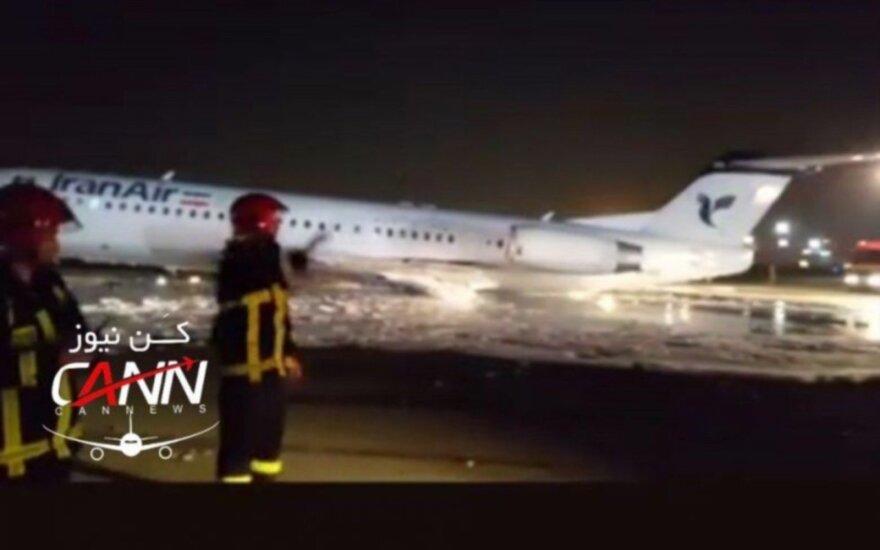 Oro uoste tūpusiame keleiviniame lėktuve kilo gaisras