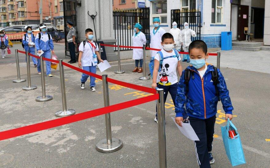 Situacija Pekine prastėja: dėl naujo COVID-19 protrūkio vėl uždaromos mokyklos