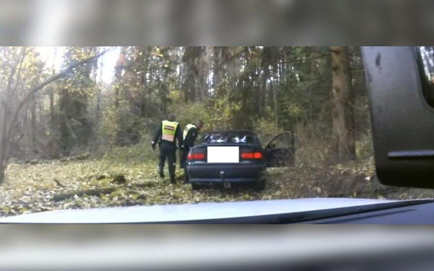 Pareigūnai aptiko automobilį su kontrabanda