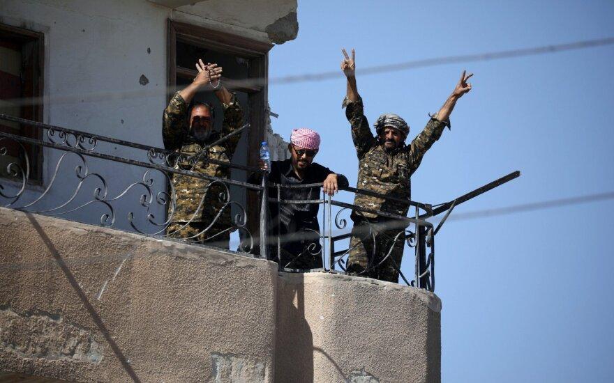 """Galutinai žlugus IS """"kalifatui"""" didėja pavojus Sirijos kurdų autonomijai"""