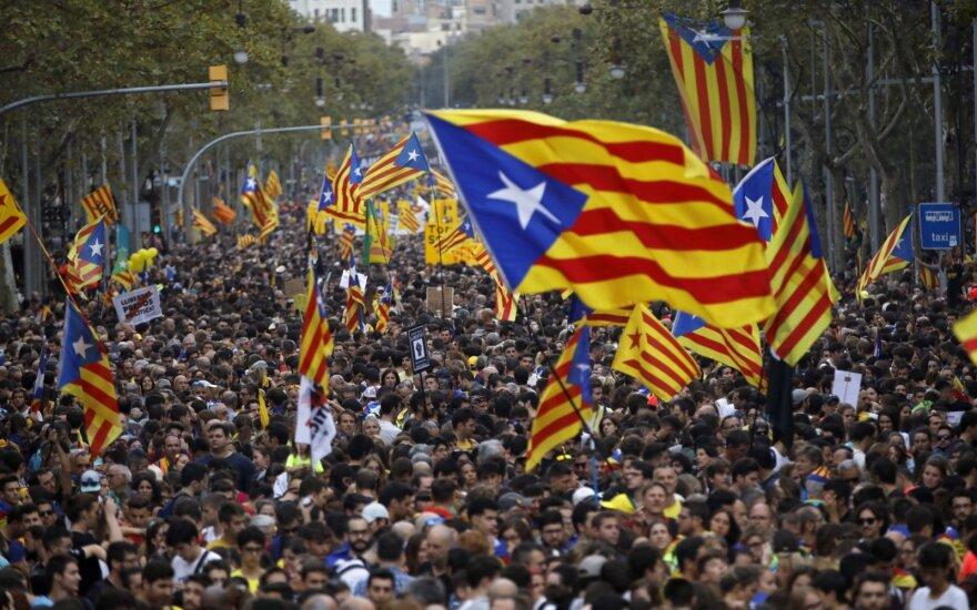Pusė milijono protestuotojų Barselonoje reikalauja paleisti separatistus