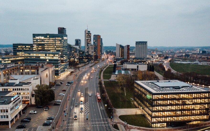 """Siekia pažaboti bankų koncentraciją Lietuvoje: negali būti """"per didelių, kad žlugtų"""""""