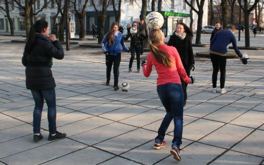 Moterų futbolas Kauno Laisvės alėjoje