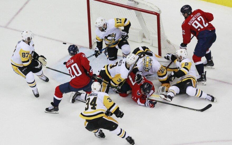 """""""Capitals"""" trečiame kėlinyje susitvarkė su NHL čempionais"""