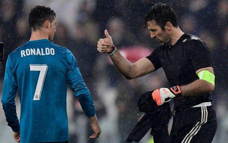 Cristiano Ronaldo ir Gianluigi Buffonas