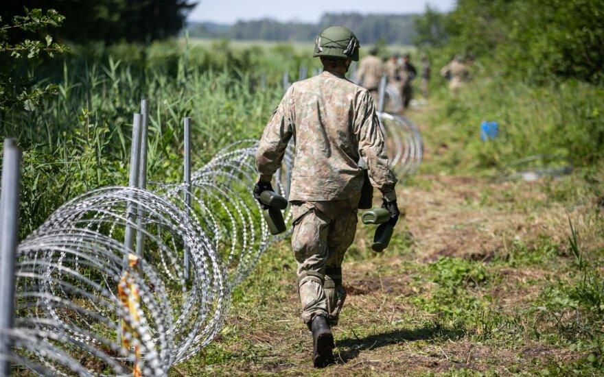 Medžiotojai skambina pavojaus varpais: spygliuota tvora nuo migrantų gali tapti spąstais laukiniams gyvūnams