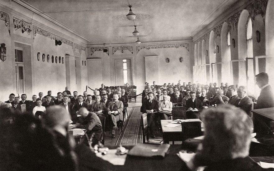 Steigiamojo Seimo posėdis. Kaunas, 1921 m. L