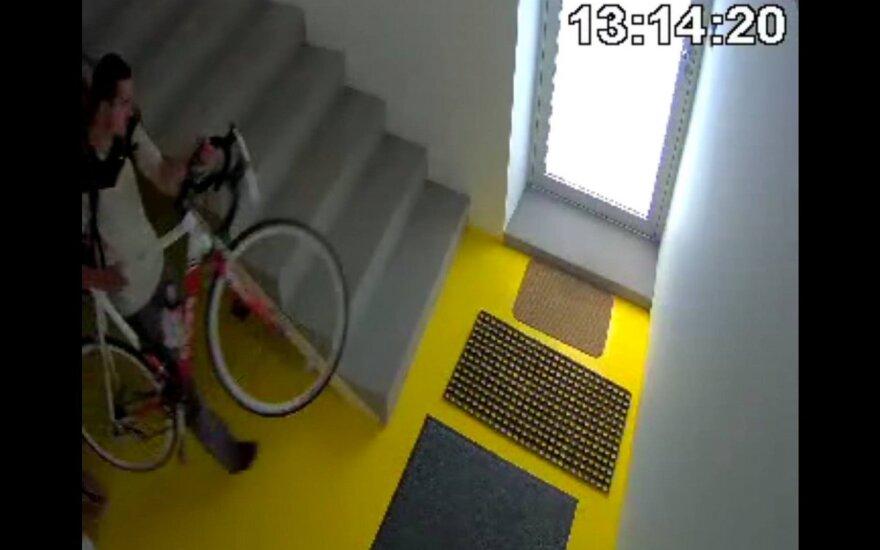 Nufilmuota dviračio vagystė: ieško turinčių informacijos