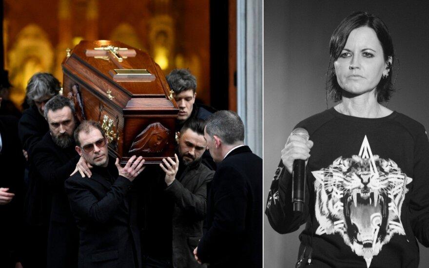 Artimieji ir gerbėjai atsisveikina su Dolores O'Riordan