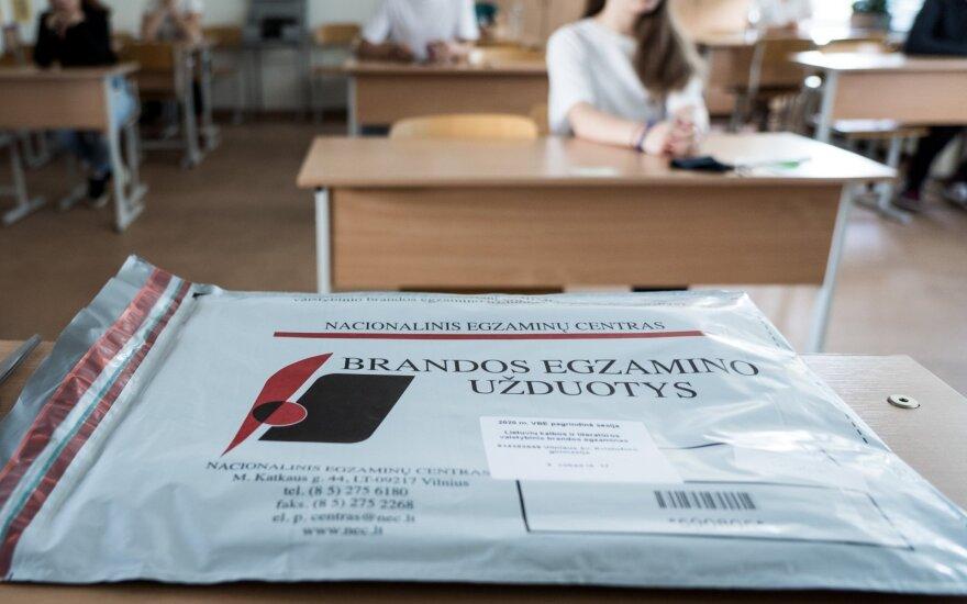 Įvertino lietuvių kalbos egzamino užduotis: skandalas užprogramuotas
