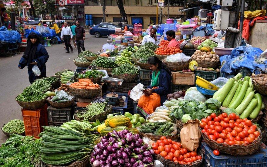 Ekonomistai sunerimę: valgyti darosi vis brangiau
