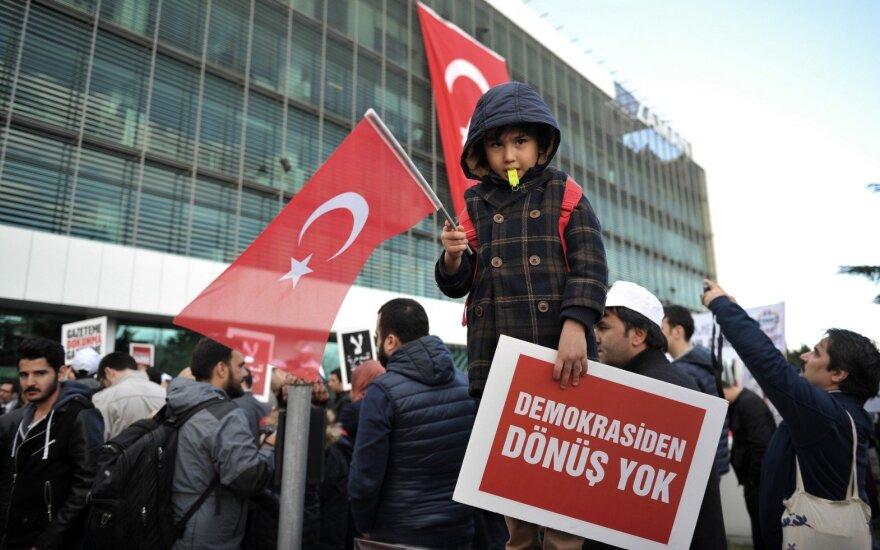 Protestas prie Turkijos laikraščio Zaman redakcijos