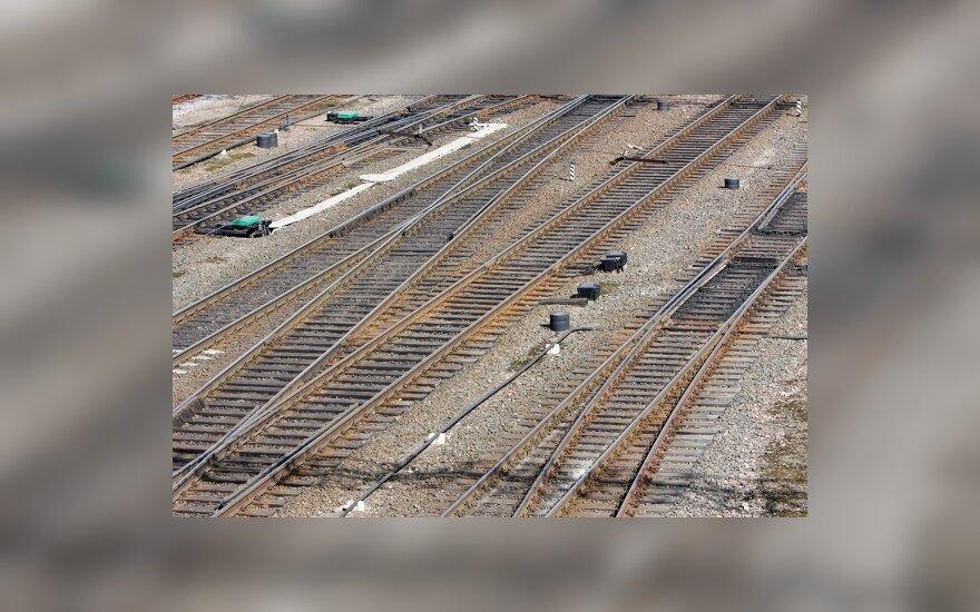 Siūlo mažinti rinkliavas geležinkeliams ir laivams
