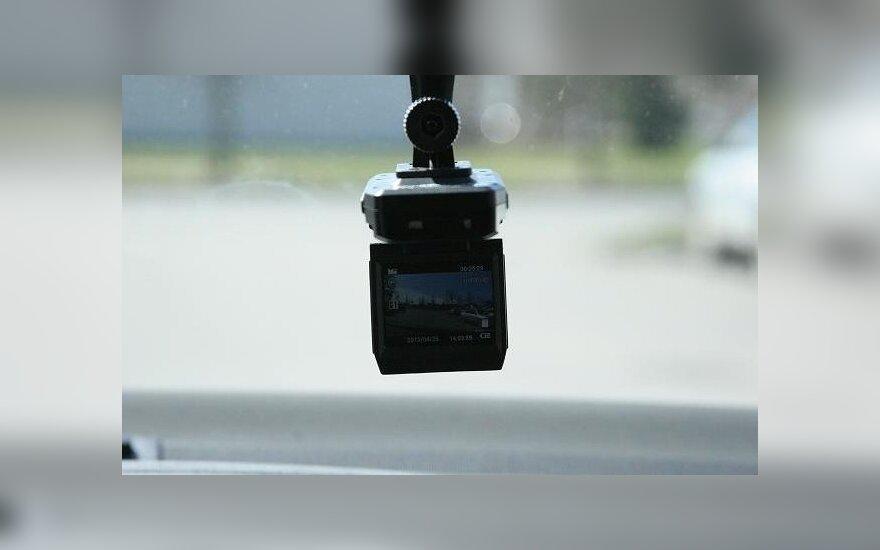 KET pažeidėjus policija gaudys vaizdo registratoriais