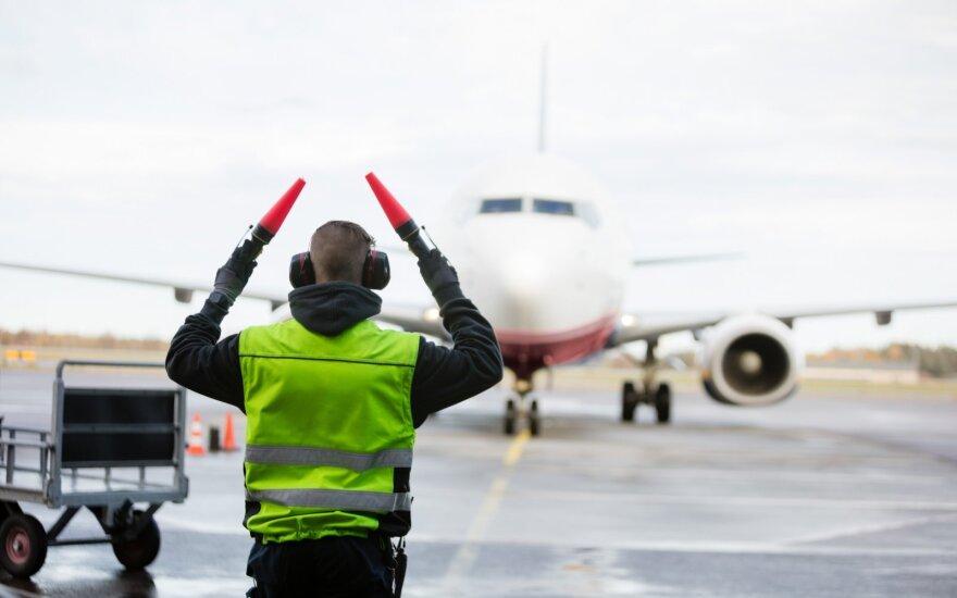 Irano oro linijų bendrovė pranešė stabdanti visus skrydžius į Europą
