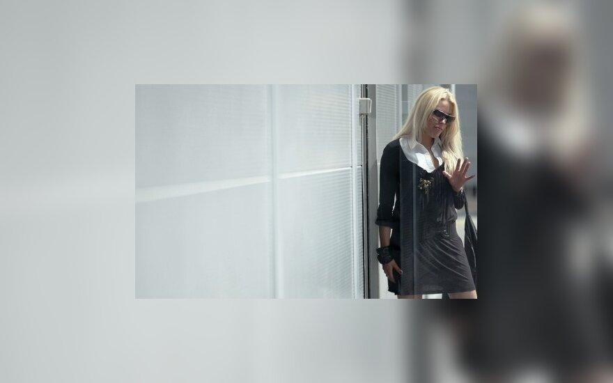 M.Vaišnoras toliau šaiposi iš N.Pareigytės, jos draugas E.Ivanenko ieško M.Vaišnoro asmens kodo ir grasina televizijai