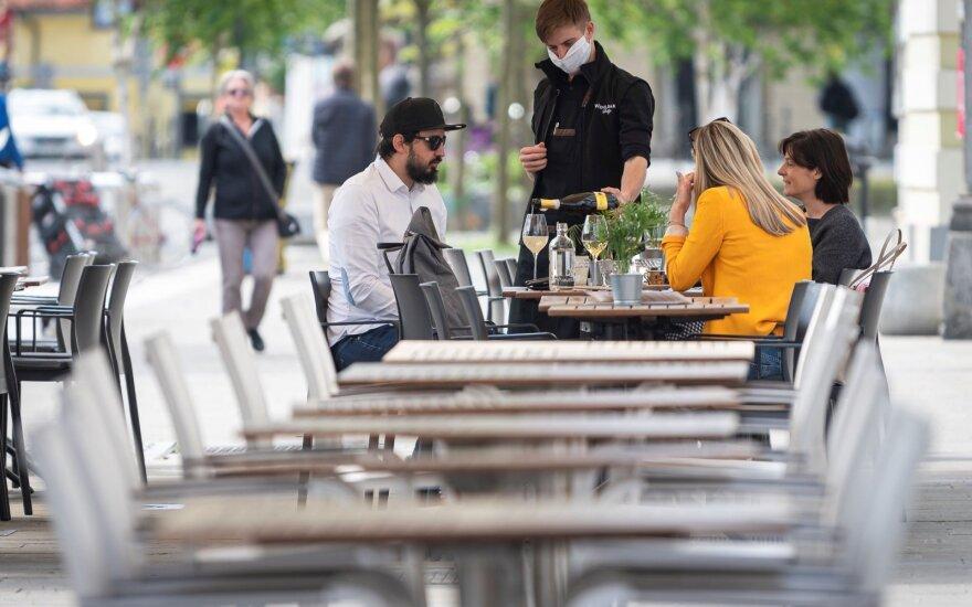 Pirmoji apie COVID-19 epidemijos pabaigą paskelbusi Slovėnija vėl griežtina ribojimus