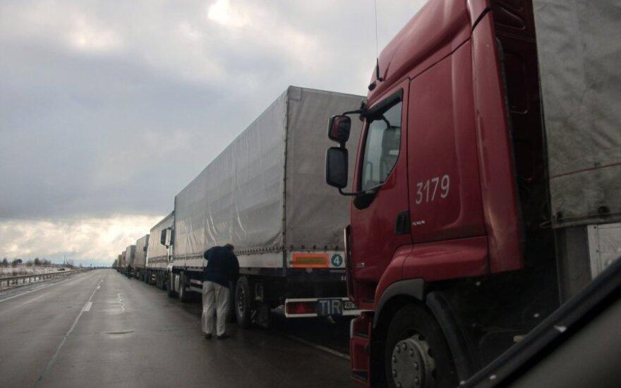 Dėl sistemų atnaujinimo pasienyje su Baltarusija susidarė vilkikų eilės