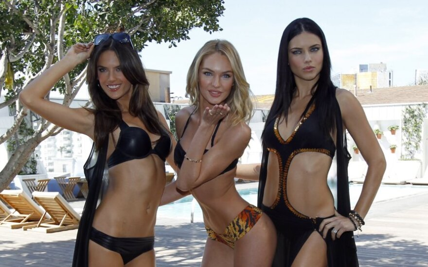 """Victoria's Secret"" modeliai: Alessandra Ambrosio, Candice Swanepoel ir Adriana Lima"