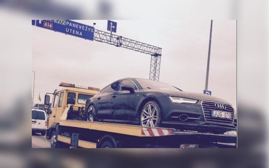 """Atgabentas dingusios merginos automobilis """"Audi A7"""", vaizdas sukėlė naujų versijų"""