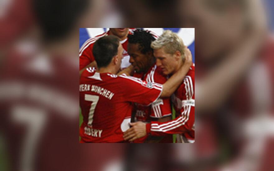 """Miuncheno """"Bayern"""" futbolininkai džiaugiasi įvarčiu"""