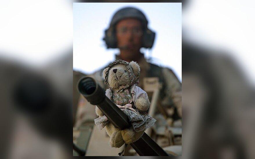 Ant JAV kariuomenės ginklo Irake - žaislinis meškiukas