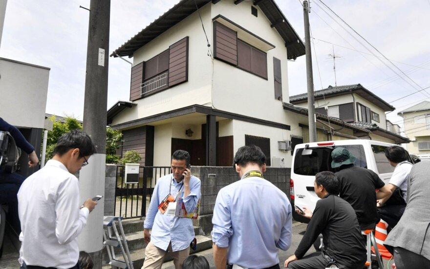Japonijos policija atlieka kratą žmones peiliu puolusio vyro namuose