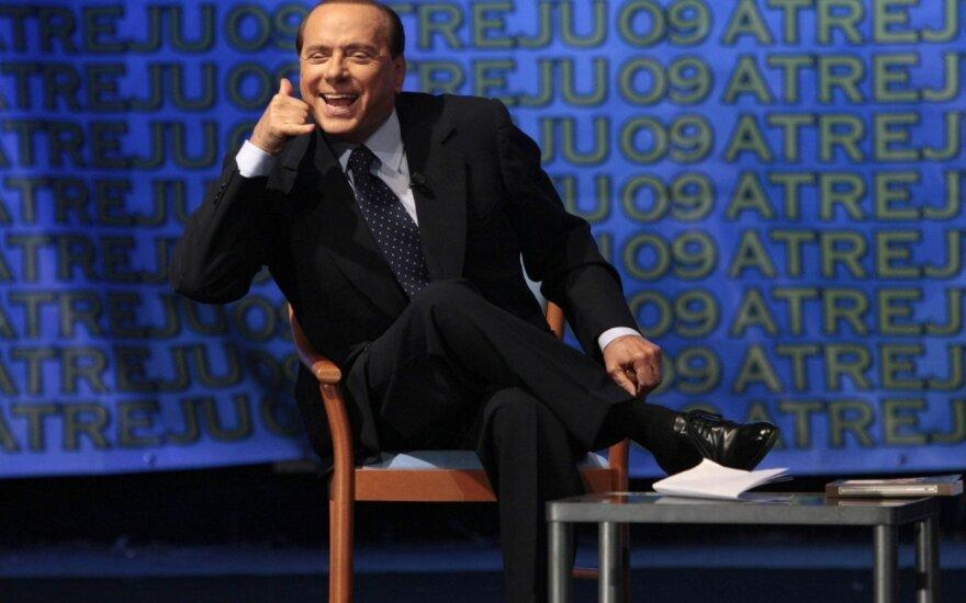 """Silvio Berlusconi pavadino migrantus """"socialine bomba"""""""