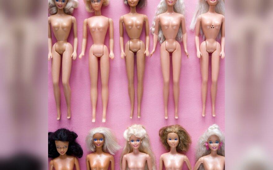 Barbės gamintojai paduos į teismą lesbietiško kalendoriaus kūrėjus