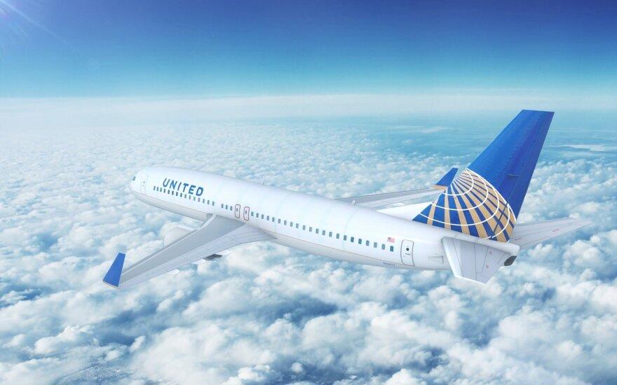 """Prancūzė """"United Airlines"""" lėktuvu turėjo išskristi į Paryžių, bet atsidūrė Kalifornijoje"""