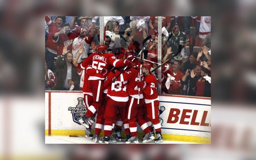 """NHL Stenlio taurės finalo serija prasidėjo """"Red Wings"""" pergale"""