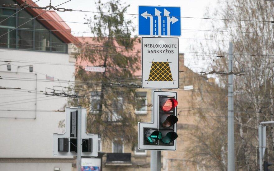 Pokyčiai aktyviame sostinės transporto mazge: šviesoforuose – naujos sekcijos