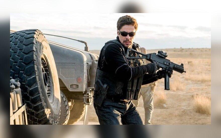 """Benicio Del Toro, kadras iš filmo """"Sicario: karteliniai karai"""""""