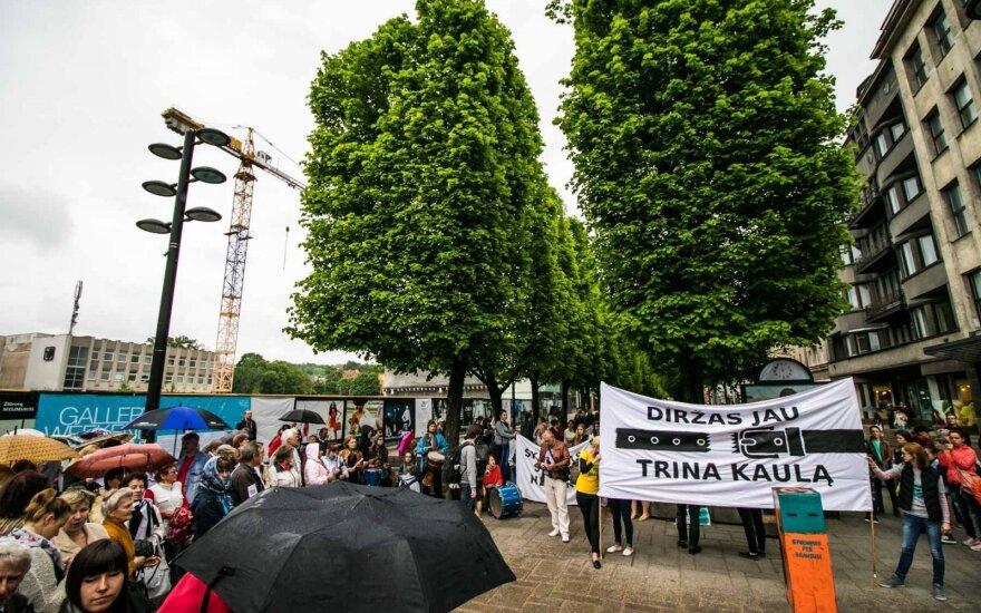 Consumers march against high prices in Kaunas