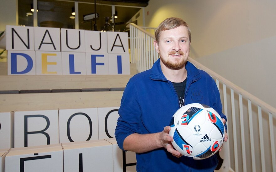 """Naujas """"Adidas"""" futbolo kamuolys"""