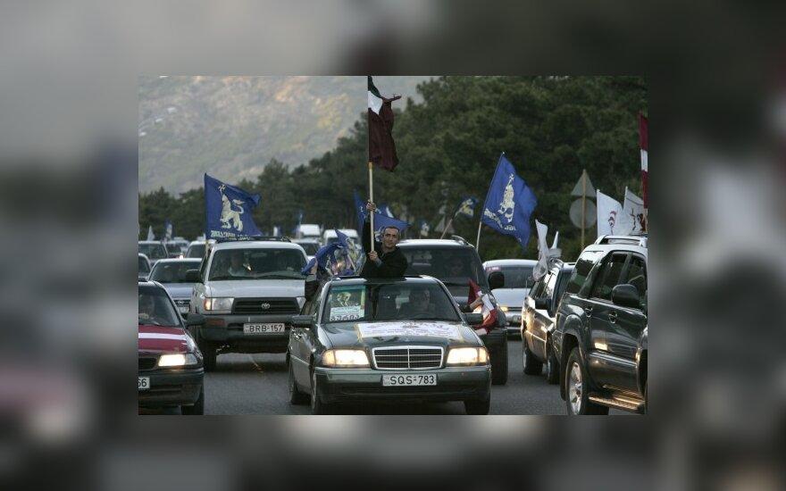 Gruzijos sostinėje vykstančius protestus sustiprino iš provincijų atvykę demonstrantai
