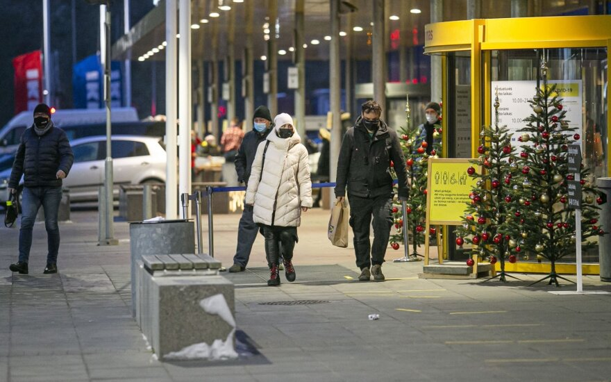 Lithuania tightens lockdown, to close shops, restrict movement as of Wednesday