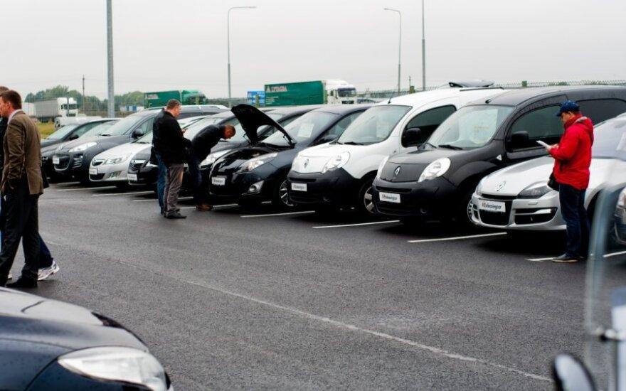 Gyvai surengtas automobilių aukcionas