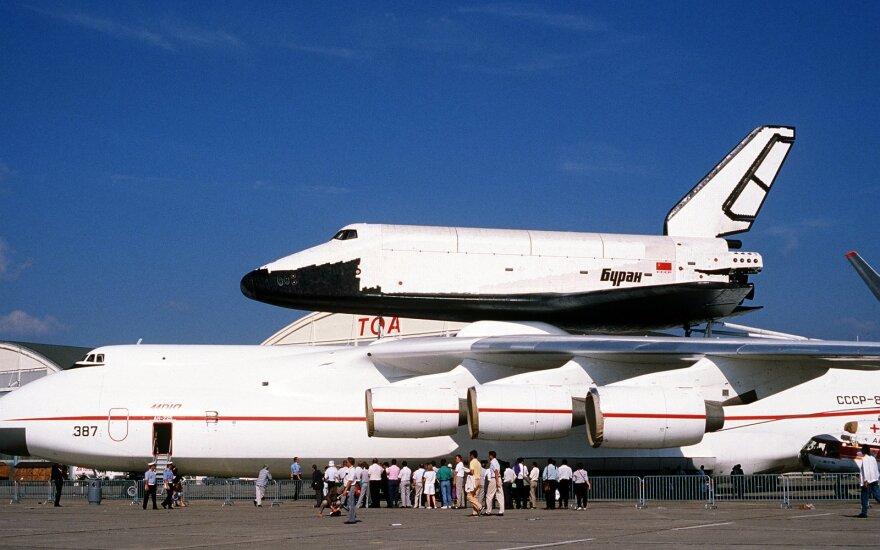 """2002 metais vienintelis į kosmosą pakilęs """"Buran"""" buvo sunaikintas sugriuvus kitam Baikonuro raketų montavimo korpusu"""