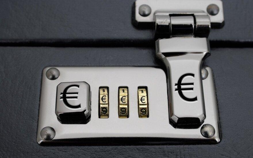 Nepavydėtina situacija: atgauti per gyvenimą kauptus pinigus gali būti ne taip paprasta