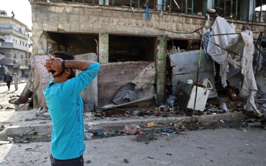 Džihadistų kontroliuojamame Sirijos mieste per antskrydžius žuvo 12 civilių